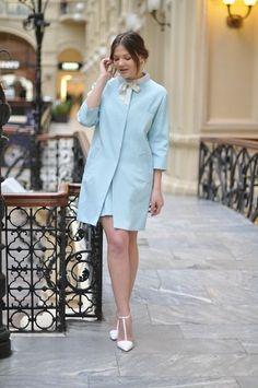 Pastel blue coat w/ white, such a fresh combo !