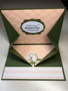 Une carte au pliage original + tuto - Le Blog de Cathy Anniversary Scrapbook, Birthday Scrapbook, Baby Scrapbook, Scrapbooking Original, Photo Album Scrapbooking, Fancy Fold Cards, Folded Cards, Mini Albums Scrap, Shaped Cards