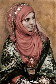May Omani women arise and call Jesus blessed. - Portrait of a girl taken in Qurm, Muscat. Folklore, Collection Eid, Hijab Style, Photo Portrait, Beauty Around The World, Islamic Fashion, Folk Costume, Muslim Women, World Cultures