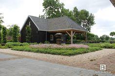 Klassiek landelijke tuin van Buro Buitenlust bij een woonboerderij in Luycksgestel