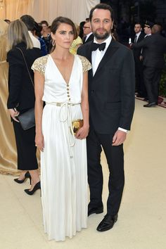 Keri Russell And Matthew Rhys - The Best Dressed Couples At The 2018 Met Gala - Photos:Getty Images Gala Dresses, Red Carpet Dresses, Nice Dresses, Wedding Dresses, Celebrity Couples, Celebrity Style, Keri Russell Style, Matthews Rhys, Pleated Jumpsuit