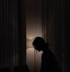 A woman in a dark room. A woman standing by windows at night. Night Aesthetic, Aesthetic Photo, Aesthetic Girl, Aesthetic Pictures, Aesthetic Black, Dark Room Photography, Photography Poses, Sad Girl Photography, Window Photography