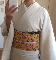 summer whitish kimono with an obi and a bit dark colored obi-age.
