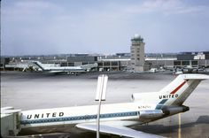 A vintage United 727 on the O'Hare airfield in the 1960s. Lookin' pretty good!