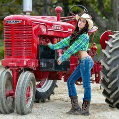 Farmall Tractors, Old Tractors, John Deere Tractors, Hot Country Girls, Country Women, Antique Tractors, Vintage Tractors, Vintage Farm, Trucks And Girls