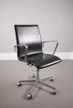 Fritz Hansen Arne Jacobsen Oxford chair.  2 Available. Price for 1 chair.