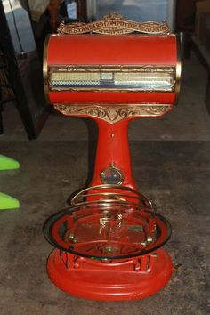 Antique standard country store scale, Detroit, restored and working: