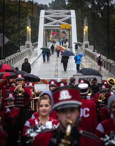 After the Battle of the Bands on Oct. 12, Oregon City High School Band came back to the historic Downtown, stood in the rain and played tunes for onlookers. Thanks to the band and cheerleaders for their dedication! Photo by Christopher Communications.