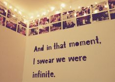 34 Ideas wall picture dorm diy photo for 2019 Teenage Room Decor, Room Decor For Teen Girls, Tumblr Fairy Lights, College Living Rooms, College Dorms, Frame Layout, Cute Room Decor, Bedroom Pictures, Aesthetic Room Decor