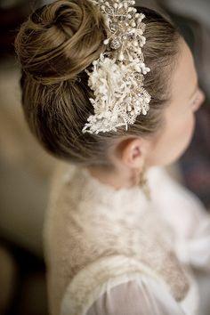 Vestido de novia de Teresa Palazuelo. Peinado: Lola Garrido