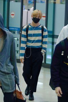 [AIRPORT] 160329: BTS V (Kim Taehyung) #bts #bangtan #bangtanboys #fashion…