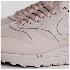 #nude#nike#shoegame 👊🏻 these seriously go with anything and everything  Pic via sneakersnstuff.com