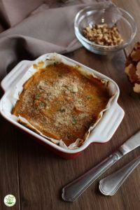 lasagna radicchio tofu  Ingredienti per due persone Pasta fresca: 250 gr. di farina integrale Bio 150 gr. di acqua temperatura ambiente Sale marino integrale Bio q.b. Sugo