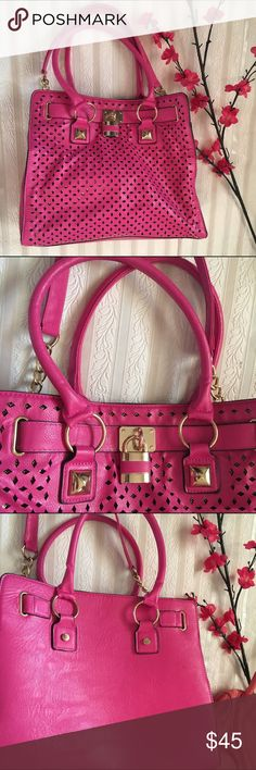 Pink beautiful bag 🎀🎀🎀 Very pretty great condition used only once very roomy 💗💓👄 Sophies Bags Shoulder Bags