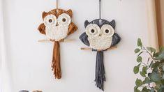 Macrame Wall Hanging Patterns, Macrame Plant Hangers, Macrame Patterns, Wall Hanging Crafts, Diy Hanging, Rope Crafts, Feather Crafts, Yarn Crafts, Macrame Owl