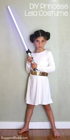 Easy DIY Princess Leia Costume Perfect for any Star Wars fan and can be worn on Halloween or for dress up play Princess Leia Costume Kids, Disney Princess Halloween Costumes, Star Wars Halloween Costumes, Disney Costumes, Girl Costumes, Halloween Kids, Starwars Costumes For Kids, Costume Ideas, Diy Costumes For Kids