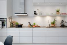 Nordic Days is a website with Scandinavian interiors where you learn everything about Scandinavian design and the latest home interior trends. Kitchen Interior, New Kitchen, Kitchen Dining, Kitchen Decor, Kitchen Cabinets, Cuisines Design, Beautiful Kitchens, Modern Interior Design, Interior Inspiration