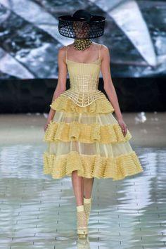 Alexander McQueen Spring 2013 Ready-to-Wear Collection
