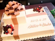 スクエア型で大人かわいく☆ 好きなキャラ 70th Birthday Parties, Birthday Cake, Cake Cookies, Cupcake Cakes, Zombie Wedding Cakes, Cake Paris, Book Cakes, Square Cakes, Cream Cake