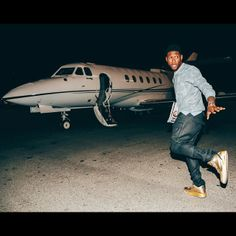 Usher in his 1-of-1 Air Jordan 3 #jordan Usher Raymond, Air Jordan 3, Nicki Minaj, Street Wear, Jordans, Trainers, August Alsina, Hue, Men's Style