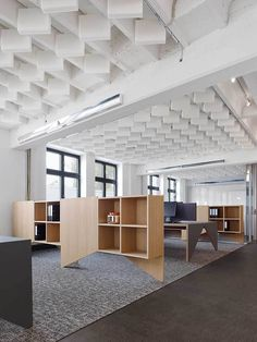Movet's Schorndorf Office Loft / Studio Alexander Fehre -- Foam sound baffles, in ceiling above open office spaces - do they do enough? Loft Office, Open Office, Office Workspace, Office Spaces, Corporate Interiors, Office Interiors, Ecole Design, Office Ceiling, Plafond Design