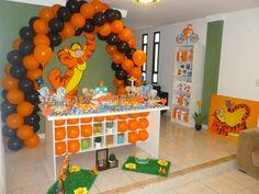 Decoração Temática Tigrão - 1 Ano. Mesa provençal guloseimas personalizadas, lembranças Sacolinhas scrap
