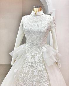 Malay Wedding Dress, Modest Wedding Gowns, Muslim Wedding Dresses, Muslim Dress, Wedding Dress Sleeves, Wedding Hijab, Traditional Wedding Dresses, Batik Dress, Lovely Dresses