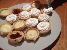 Gyors vendégváró: mini banános kosárkák | Mai Móni Minion, Cheesecake, Muffin, Food, Cheesecakes, Essen, Minions, Muffins, Meals