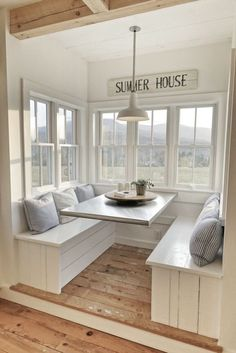 Breakfast Nook. Built in benches and floating table