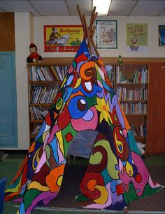 A tipi in your classroom? Set up this cozy Reading corner for the new school year.  The kids will be lining up to read inside it!