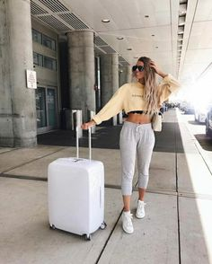 35c73718757e 60+ Airport Fashion Travel Outfits Ideas 4