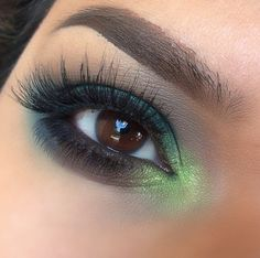 """A closer glimpse of this beautiful smoked out look featuring #lashbrat """"BELLA"""" bottom lashes! Purchase the #bellalashes at www.lashbrat.com"""