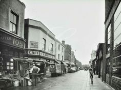 Lambeth Walk 1960s Uk History, London History, South London, Old London, Old Pictures, Old Photos, Elephant And Castle, Old Pub, London Photos