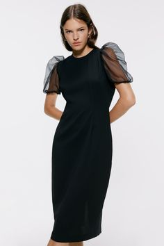 This season's key dresses at ZARA online. Enter now and discover all the dresses of the new collection at ZARA. Black Tie Wedding Guest Dress, Black Tie Wedding Guests, Formal Wedding Guests, Wedding Gowns With Sleeves, Long Sleeve Wedding, Dresses With Sleeves, Long Slip Dress, Organza, Maxi Robes