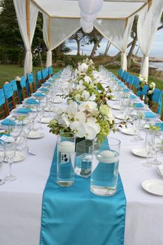 love this aqua and white #tablescape
