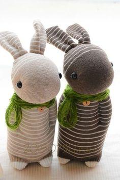 改版後的暖心條紋兔對偶襪子娃娃及同色系布小物課程 將在9月份與您在台北的[SH。E趣生活]見面囉! 期待與您的手作約會! ^^ PS.課堂上發的材料包有2隻兔子及2份布小物的份量喔! 另加購的材料包亦