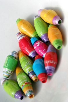 handmade beads--want to try this Make Paper Beads, Paper Bead Jewelry, How To Make Beads, Diy Paper, Paper Crafts, Bead Crafts, Jewelry Crafts, Fabric Beads, Bricolage