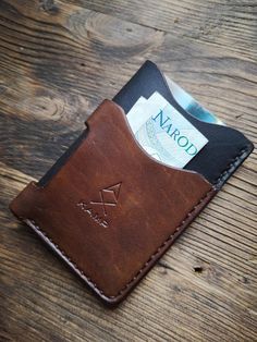 Leather Wallet Pattern, Handmade Leather Wallet, Leather Card Case, Custom Leather Wallets, Wallets For Women Leather, Minimalist Leather Wallet, Leather Projects, Leather Journal, Leather Working