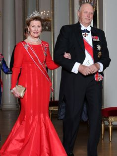 RED DRESS - 2012 - Queen Sonja og King Harald of Norway - The Rumbadress, designed by Erik Mortensen 1994.