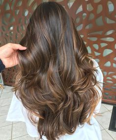 Hairstyles and Haircuts for Long Hair in 2019 We rounded up the most gorgeous celebrity haircuts and hairstyles for locks with serious length.We rounded up the most gorgeous celebrity haircuts and hairstyles for locks with serious length. Balayage Hair Brunette Caramel, Brown Hair Balayage, Brown Blonde Hair, Hair Color Balayage, Blonde Ombre, Ombre Hair, Brunette Highlights, Coloured Highlights, Brown Hair With Caramel Highlights Dark