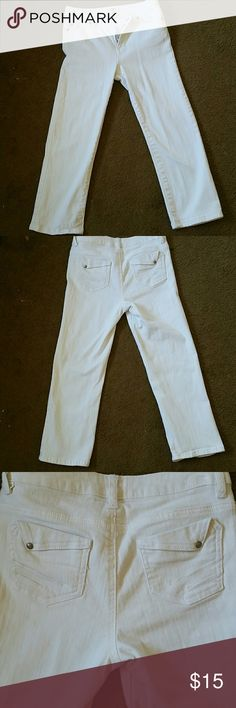 White capris Very cute white capris no stains or rips good condition cato Jeans