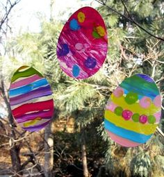 How to make window cling Easter egg silhouettes. A fun craft for kids. #howto #easter #make http://skiptomylou.org