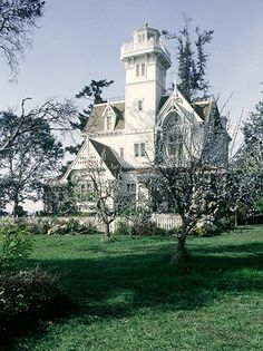 Exterior of the house from the movie Practical Magic.