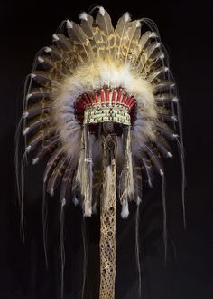 Halo Headdress by Russ Kruse | This Halo Headdress is a plains-style, hand crafted piece of art that is fitting for any collection of authentic western and native art.