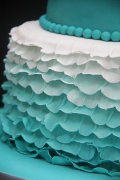 LOVE the turquoise colour of this #cake perfect for a #wedding