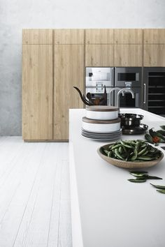 Fitted kitchen with island without handles CLOE 04 by CESAR ARREDAMENTI | design Gian Vittorio Plazzogna