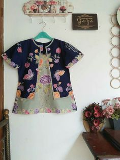 Uvbn Blouse Batik, Batik Dress, Kurti Neck Designs, Blouse Designs, Casual Work Outfits, Kids Outfits, Batik Kebaya, Batik Fashion, Blouse Models