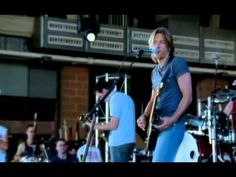 ▶ Keith Urban - Who Wouldn't Wanna Be Me - YouTube Love me some KU this a.m. 08/20/2014