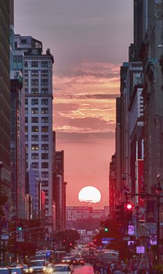 Manhattan Solstice <3 City Aesthetic, Aesthetic Images, Aesthetic Collage, Purple Aesthetic, Aesthetic Grunge, Aesthetic Vintage, Wallpaper Sky, Cute Wallpaper Backgrounds, Pretty Wallpapers