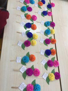 Paper flower bouquet craft for kids – Artofit Crafts To Do, Felt Crafts, Crafts For Kids, Arts And Crafts, Paper Crafts, Diy Valentines Cards, Mehndi Decor, Green Craft, Indoor Activities For Kids